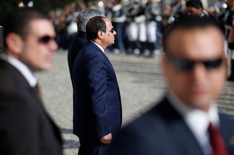 De Egyptische president Abdel Fattah al-Sisi wordt verwelkomd in Lissabon.  Beeld REUTERS