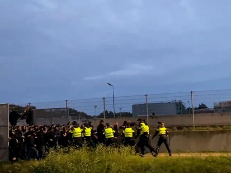 ME grijpt in bij confrontatie tussen fans na FC Twente - Willem II