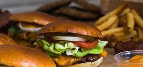 Smash burger juteux, frites maison à tomber par terre: découvrez BEEEF à Liège