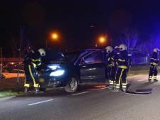 Dashboard vliegt in brand onder het rijden, automobilist komt met de schrik vrij