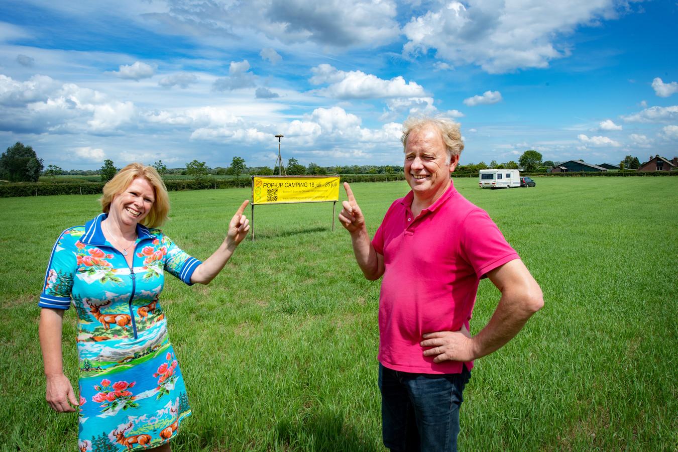 Tera en Geert Kroes bij de opening van hun vorige Vierdaagseloze camping in 2020.