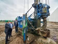 Bouw nieuw distributiecentrum Sligro in Veghel van start: eerste paal zit in de grond