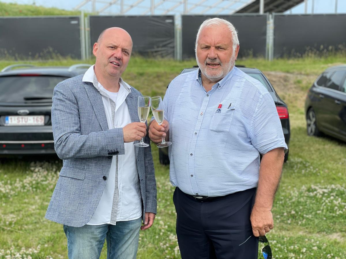 Jan Van Esbroeck, CEO van de Sportpaleis Group, en de Middelkerkse burgemeester Jean-Marie Dedecker klinken op een zomer vol optredens.