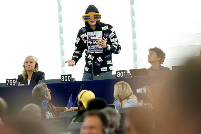 Nico Semsrott in het Europees Parlement in Straatsburg. Beeld AP