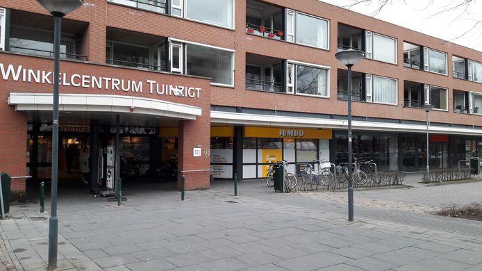 BREDA - De Jumbo aan de Cypressstraat in Tuinzigt gaat uitbreiden. Het leegstaande pand aan de rechterkant wordt bij de winkel getrokken.
