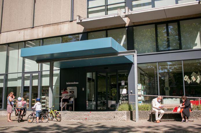 De bibliotheek op het Heymanplein. Tegen eind 2025 zou Sint-Niklaas over een gloednieuwe bib moeten beschikken op datzelfde plein.