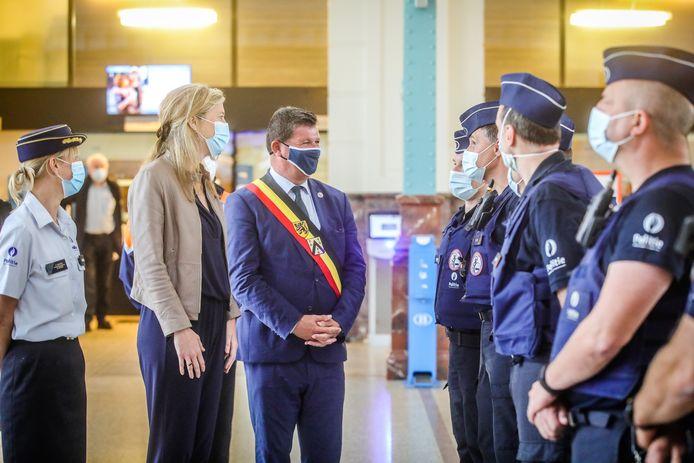 Minister van Binnenlandse Zaken Annelies Verlinden (CD&V) op bezoek in Oostende. Ze komt de versterking voor de kustgemeenten vanuit de federale politie bekijken.
