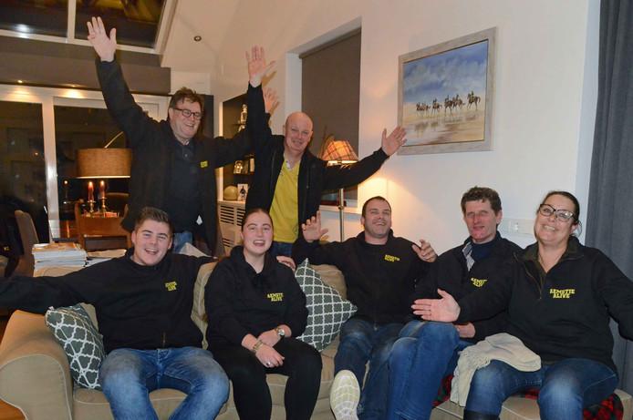 Een deel van de harde kern van vrijwilligers achter Aemstie Alive, waarvan sommigen ook bestuurslid. Staand van links naar rechts: Jan Kosters en André van der Maas. Zittend van links naar rechts: Mitchell Visser, Whitney Visser, Martijn den Boer, Jeroen van der Mark en Esther Schot.