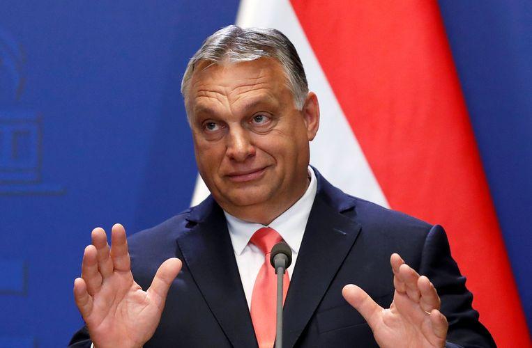 Over Viktor Orbán: 'Grootse toespraken van Europese leiders over democratie en rechtsstaat zijn weinig waard als je intussen samenwerkt met een dictator in Hongarije.' Beeld REUTERS