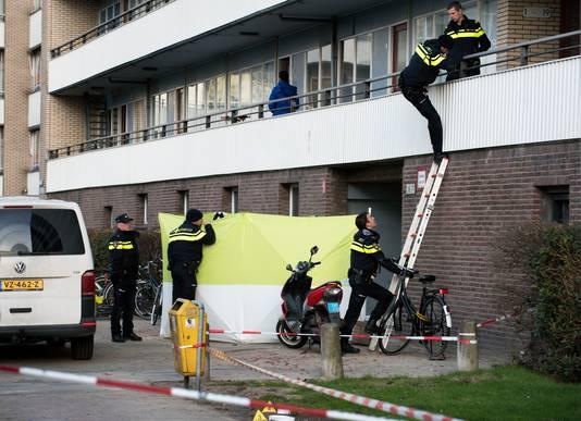 De politie onderzoekt de moord op Hakim Changachi aan de Faustdreef in Utrecht Overvecht.
