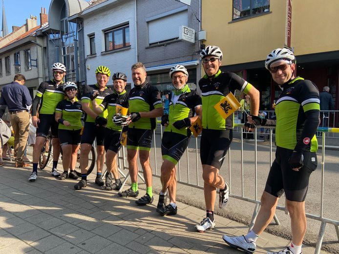 De wielerploeg van KWB Oppuurs zakte af naar Kontich voor het WK Wielrennen