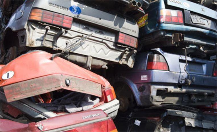Bezitters van een personenauto die een nieuwer en schoner exemplaar aanschaffen, kunnen op een slooppremie rekenen van 750 of 1000 euro. Foto ANP/Lex van Lieshout Beeld