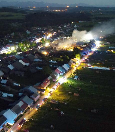 Veertig woningen in brand in Pools dorp, negen gewonden