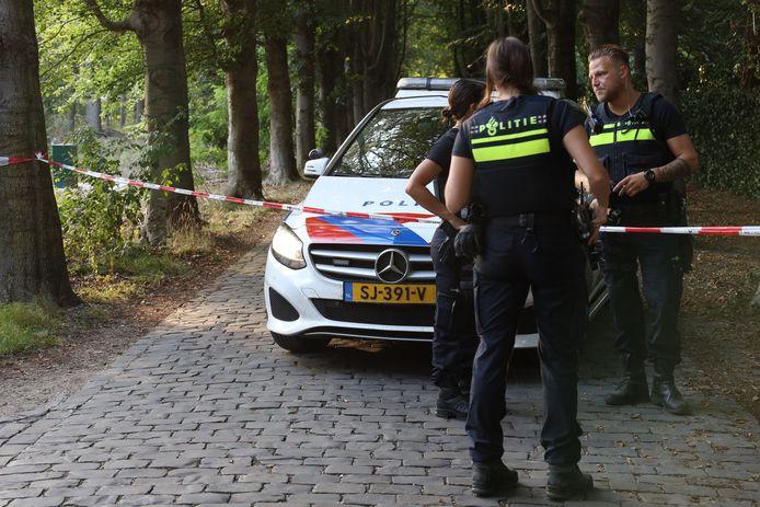 Politie doet onderzoek bij de woning in Uden.