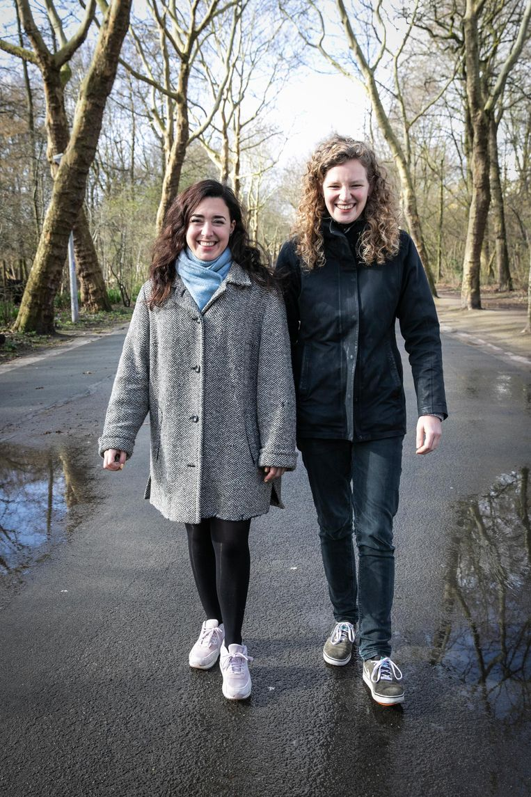 Eliza Perez (24) en Sophie Neijts (27) Beeld Dingena Mol