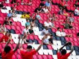 PSV-supporters blij om naar hun helden te kijken