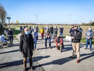 """Deze buren willen geen windturbine in hun achtertuin: """"Er staan er al meer dan twintig, dit is de molen teveel"""""""