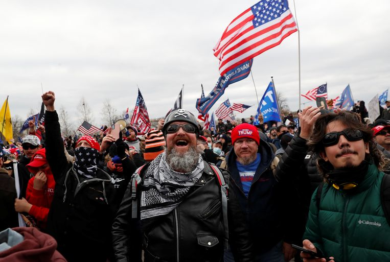 Trump-aanhangers demonstreren in Washington.  Beeld REUTERS