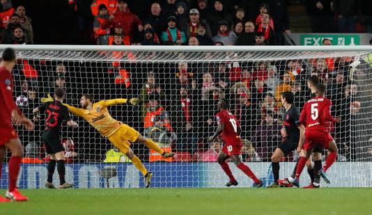 De kopbal van Georginio Wijnaldum die Liverpool op voorsprong zet.