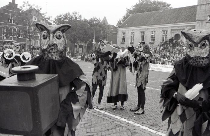 Een scène uit de Reynaert Ommeganck in 1984 op de Grote Markt in Hulst.