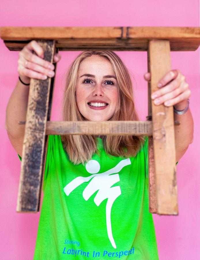 Sandra Vermeulen gaat vandaag van 12.00 - 15.00 op een krukje staan, om aandacht te vragen voor jongeren met psychische problemen