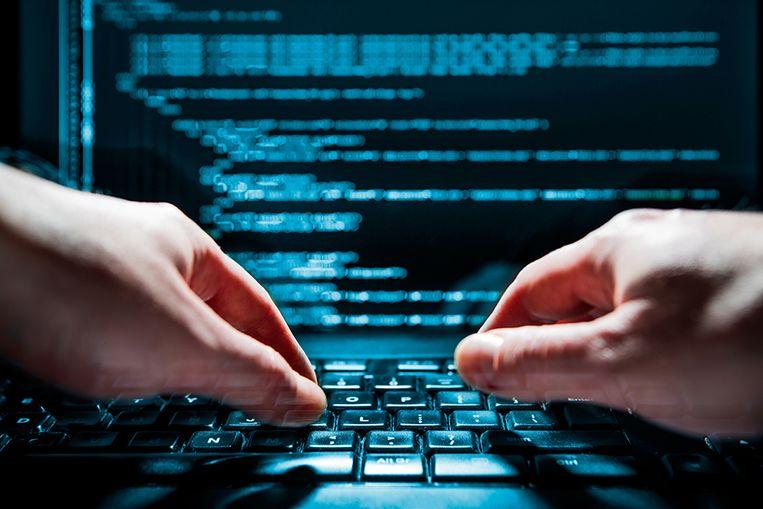 Accounts die volgens Twitter zijn verbonden aan de beruchte 'trollenfabriek' Internet Research Agency (IRA) in Sint-Petersburg verspreidden de afgelopen twee jaar zeker 900 Nederlandstalige berichten.