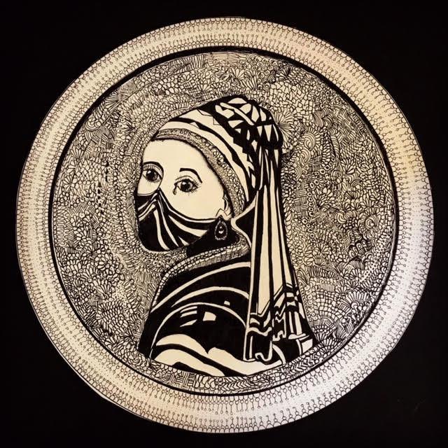 'Het meisje met de traan' verbeeldt volgens de Hellendoornse cultuurwethouder Anja van den Dolder het grote verdriet dat door velen in deze coronatijd wordt gevoeld.