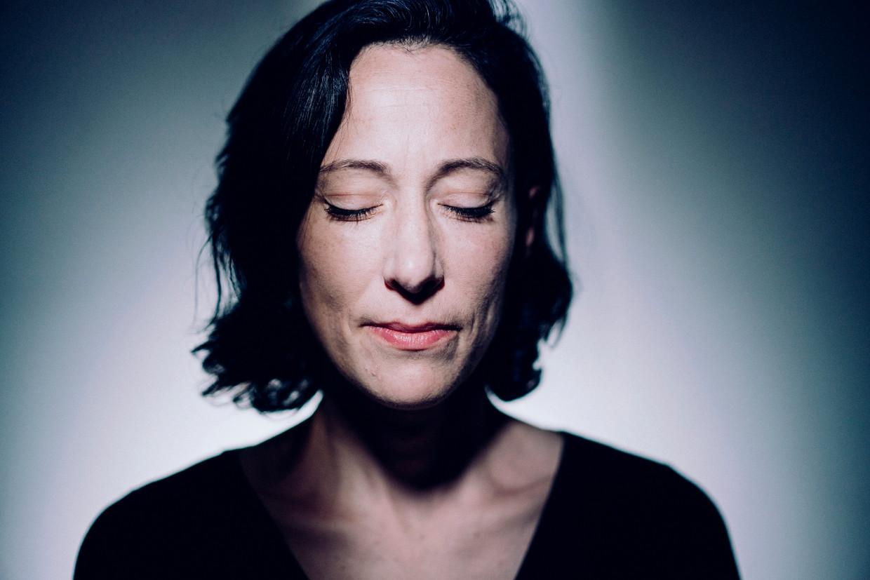 Saskia de Coster: 'Huilen is een deel van mijn mentale hygiëne.' Beeld © Stefaan Temmerman