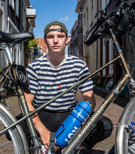Robin fietst 2000 kilometer voor de mentale gezondheid van jongeren: 'Ik wil dat het taboe doorbroken wordt'