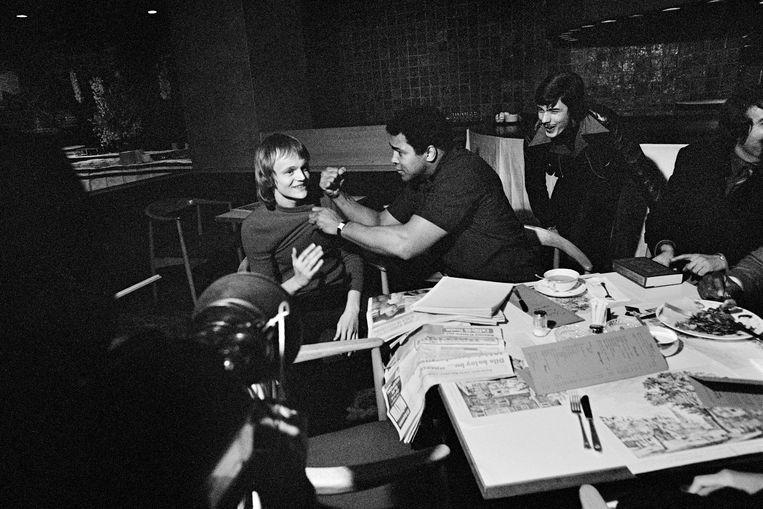 De eerste ontmoeting tussen Dubbelman en Ali in Hotel Okura, 1976. Beeld Hans Heus