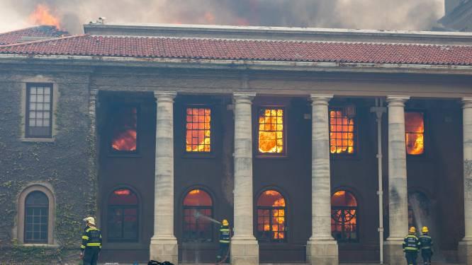 IN BEELD. Vlammenzee legt Tafelberg en historische gebouwen Kaapstad in de as
