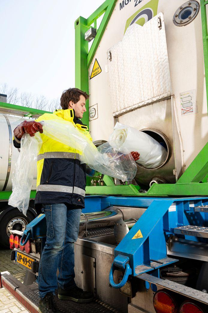Mega-Inliner werkt met een recyclebare zak in tankcontainers.
