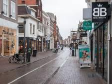 Zo ziet Amersfoort in lockdown eruit: een uitgestorven Langestraat en scholieren die afscheid nemen
