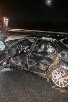 Man valt in slaap achter stuur op A12 en botst tegen vangrail