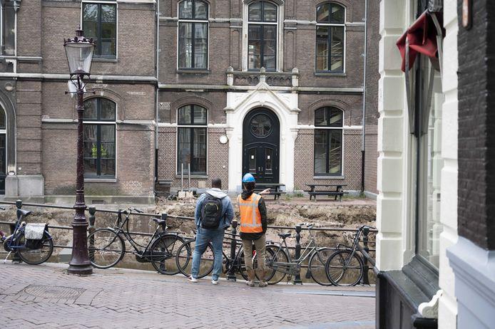 Een ingestorte kademuur bij het Binnengasthuisterrein.