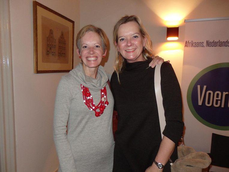 De Zuid-Afrikaanse Leoné de Beer (kookworkshops Afrikos) en Lydie Vellema (D66 Oegstgeest), die haar drie kinderen in Zuid-Afrika kreeg Beeld Schuim