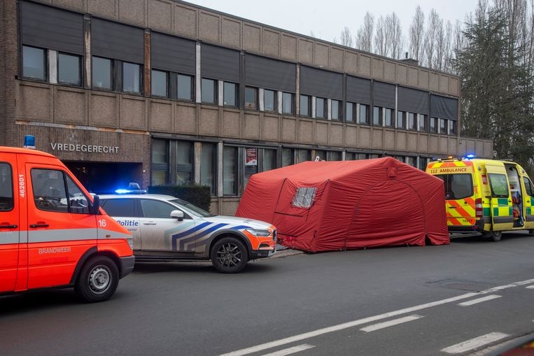De man overleed ter hoogte van het vredegerecht in Wetteren.