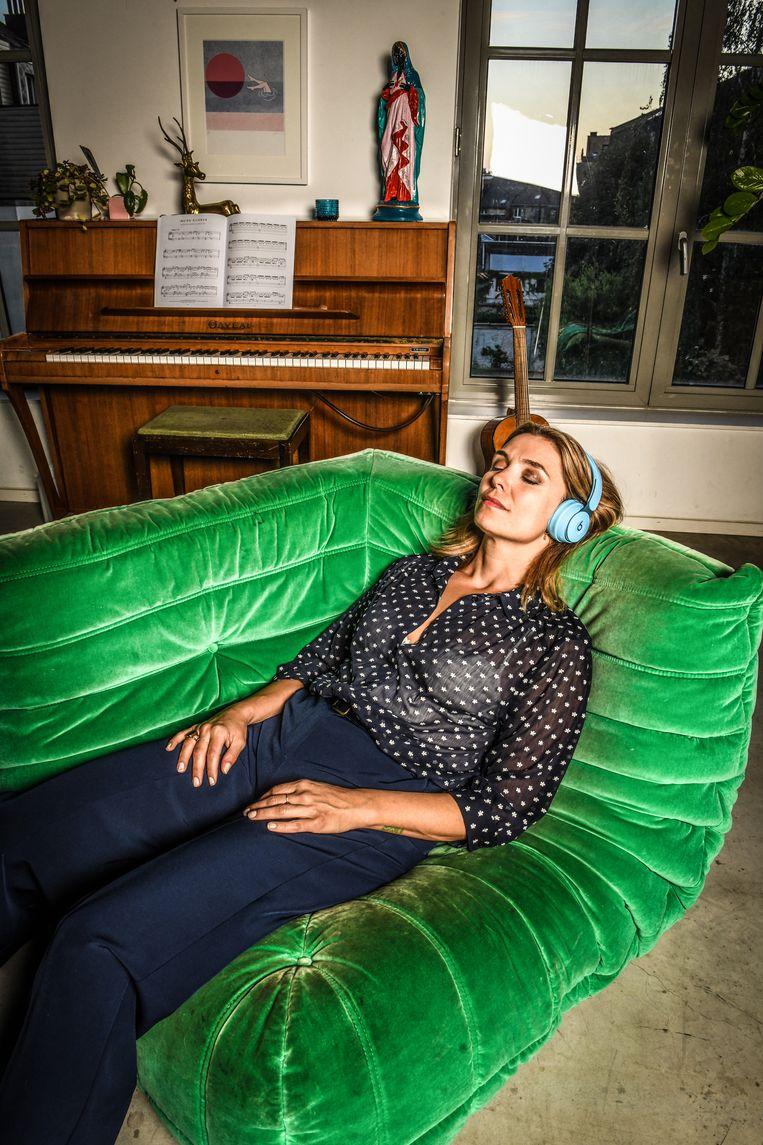 Evi Hanssen: 'Door een stapje opzij te zetten besef je dat je gevoelens niet zó belangrijk zijn. Zo vond ik eindelijk rust.' Beeld Koen Bauters