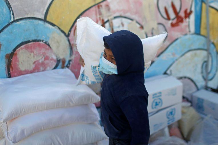 Veel Palestijnse vluchtelingen zijn afhankelijk van de noodhulp die de UNRWA levert.  Beeld Reuters