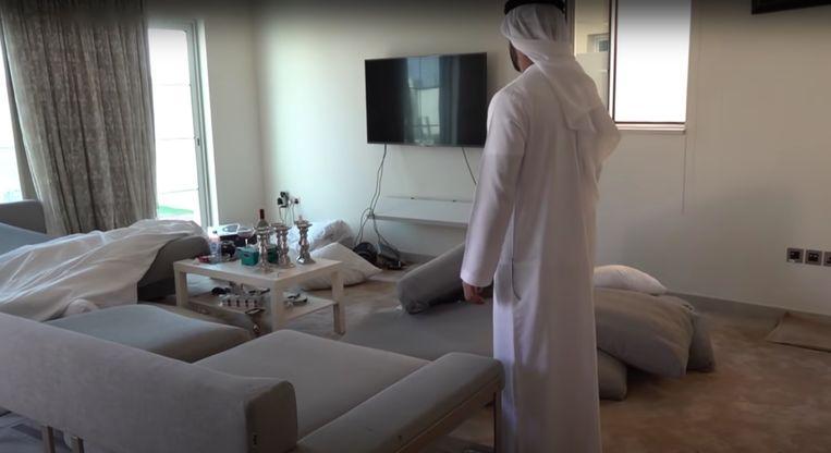 Taghi werd in zijn appartement in Dubai aangehouden tijdens een actie waaraan honderd politiemensen meewerkten. Drie dagen later wordt hij in een privévliegtuig overgebracht naar Nederland. Beeld Nieuwsuur