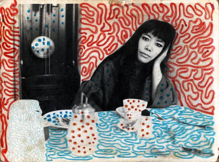 Yayoi Kusama in haar pension in Den Haag, 1967.  Beeld Harrie Verstappen