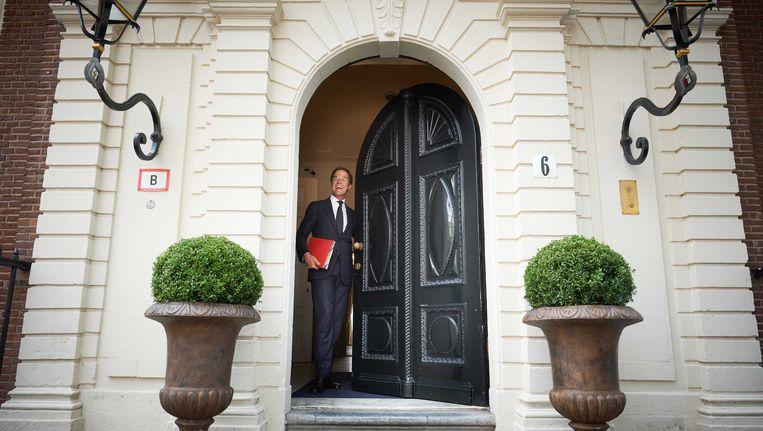 Mark Rutte komt aan bij het Johan de Witthuis voor de voortzetting van de kabinetsformatie na een korte zomervakantie. Beeld anp