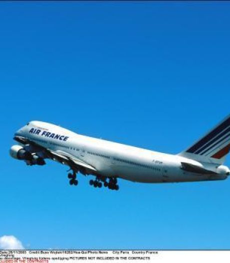Paris: de 30 à 50% des vols annulés mardi dans les aéroports