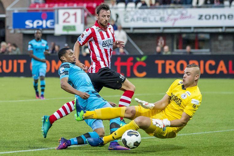 Dabney dos Santos Souza stuit op Sparta-keeper Roy Kortsmit. Beeld anp
