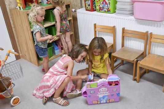 De kleinsten waren vooral geïnteresseerd in het speelgoed.
