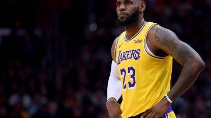 VIDEO. LeBron James lijdt grootste nederlaag ooit maar troost zich met knappe mijlpaal