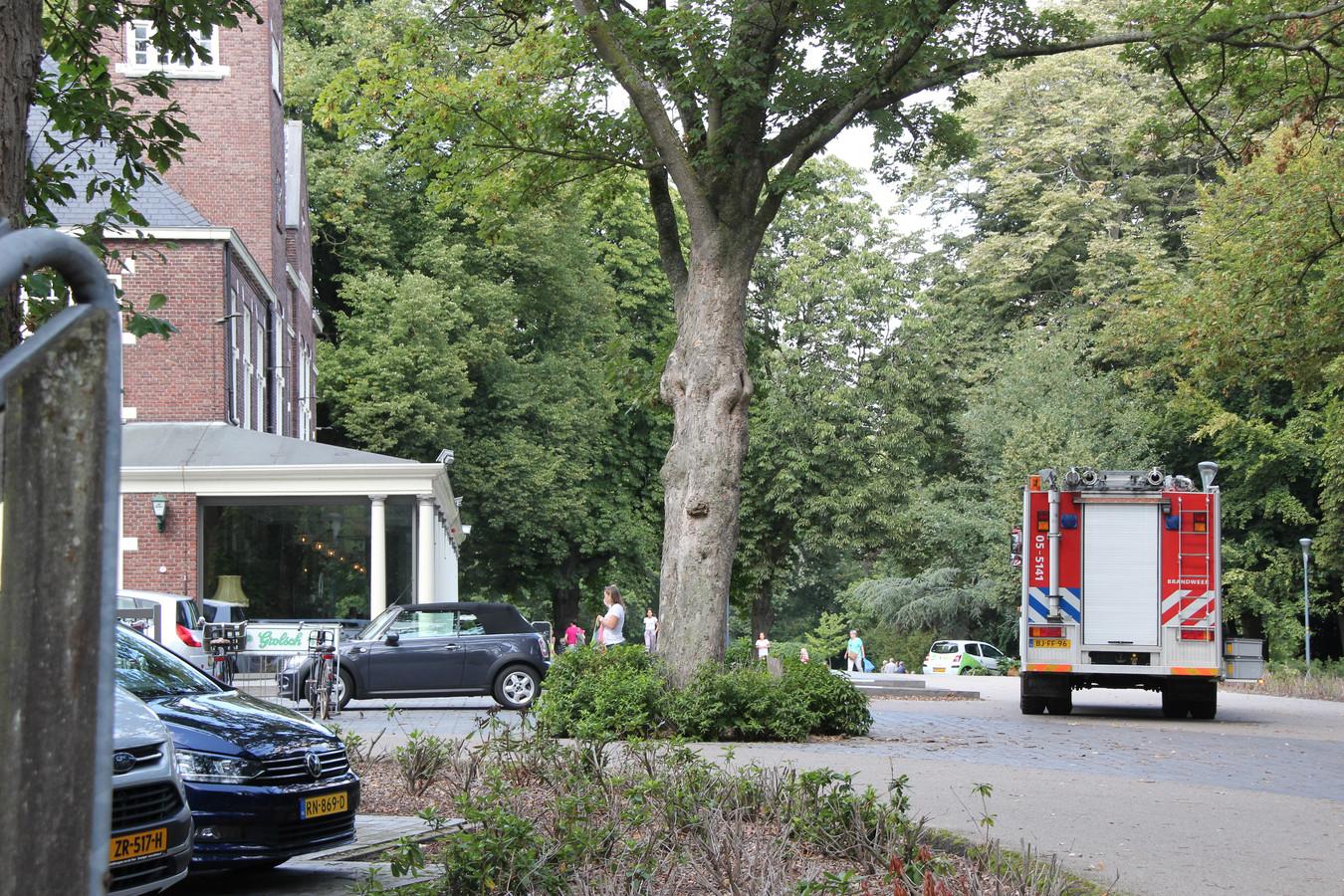 De brandweer moest woensdag in het Rijssense Parkgebouw een persoon bevrijden die vastzat in een toilet.