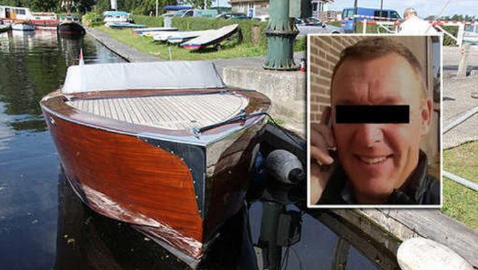 Arnoud H. en zijn speedboot. De krassen van de botsing op de zijkant