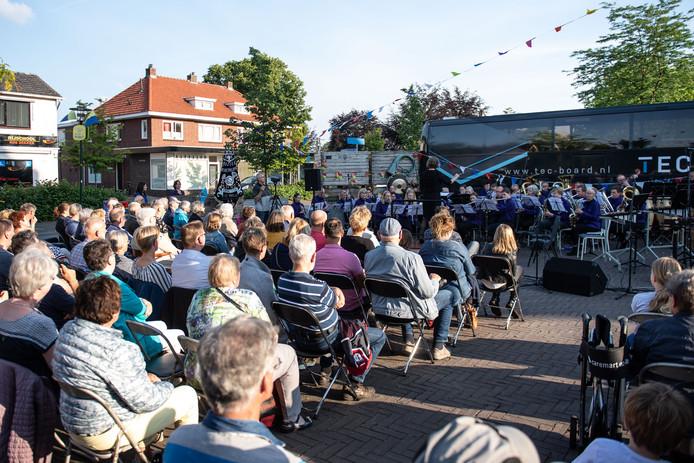 TT-2019-011446 - RIETMOLEN - Muziekvereniging Amicitia Rietmolen geeft een openluchtconcert op het kerkplein. EDITIE: ACHTERHOEK FOTO: Lars Smook LS20190615