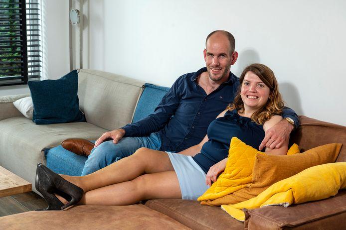 Zaneta Boterkooper en Marcel Veldwijk gaan binnenkort trouwen, maar met allerlei beperkingen vanwege de nieuwe coronaregels.